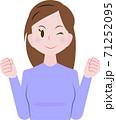 意気込む女性 71252095