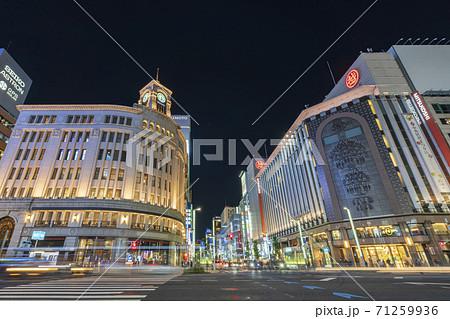 【東京都】都市景観 銀座四丁目の夜景 71259936