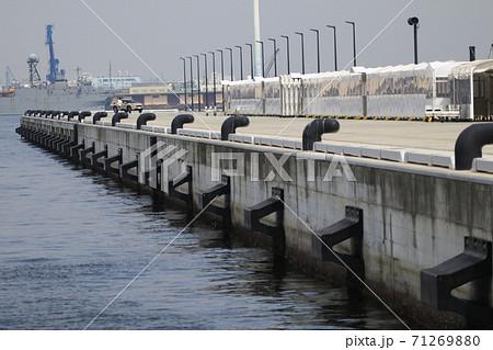 横浜新港埠頭の波止場 71269880