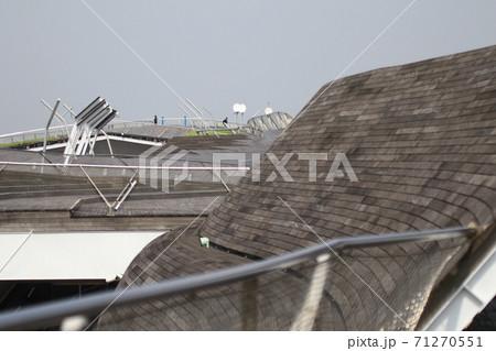 横浜港大さん橋の屋上 71270551
