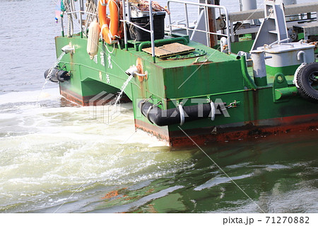 横浜港の清掃船 71270882