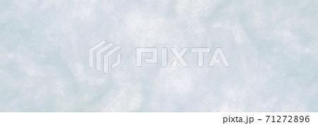 風合いのあるマーブル模様のブルーの紙素材(高解像度ワイド) 71272896