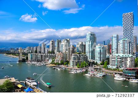 カナダバンクーバーの港風景 71292337
