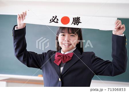 試験勉強をガンバる日本人女子中学生 71306853