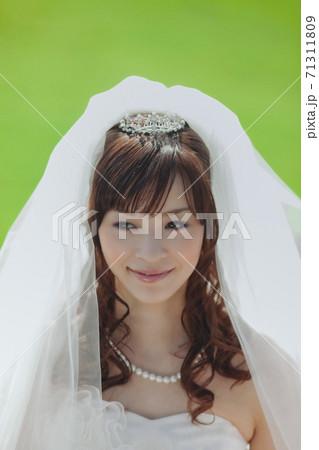笑顔の花嫁 71311809