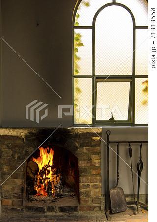 暖炉のある家 71313558