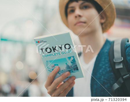 inbound tourist 71320394