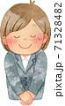 お辞儀をするスーツを着た女性(上半身) 71328482