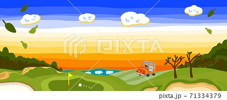 枯葉舞う冬の夕暮れゴルフ場パノラマ 71334379