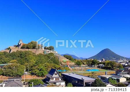 【香川県】丸亀城と讃岐富士(飯野山) 71339415