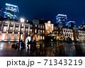 雨の東京駅 71343219