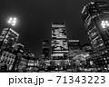 雨の東京駅 71343223