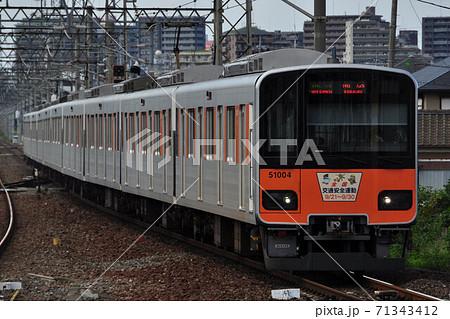 東武東上線、新河岸駅に進入する準急列車(50000系) 71343412