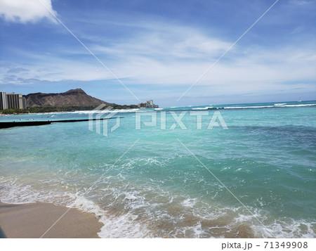 ハワイの海に綺麗に見えるダイアモンドヘッド 71349908