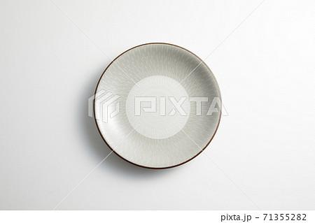 シンプルなお皿 71355282