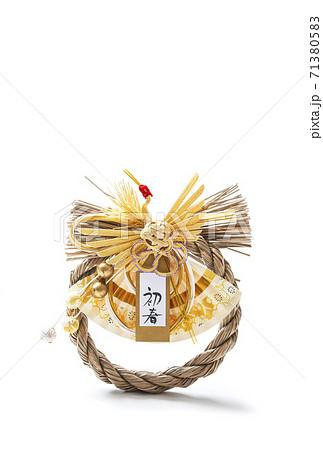 正月の飾り しめ縄飾り イメージ素材 年賀状素材 縁起物 71380583