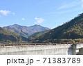 早池峰ダムと初冠雪の早池峰山 71383789