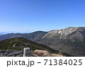 薬師岳山頂からの初冠雪の早池峰山 71384025