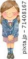 笑顔でお辞儀をする女子学生(全身) 71408167