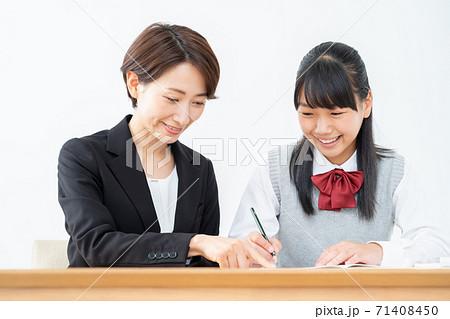 中学生 高校生 女性 勉強 受験 教育 学習 71408450