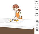 野菜を切る主婦 71412493