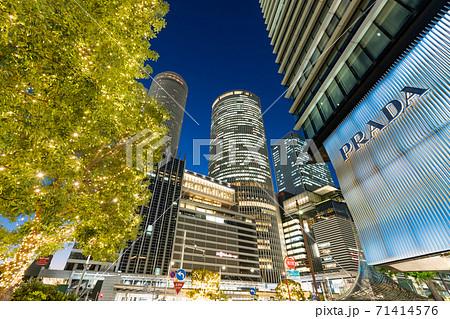 名古屋都市風景 名古屋駅前 イルミネーション JRセントラルタワーズ 大名古屋ビルヂング 夜景 71414576