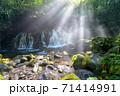 爽快な朝の元滝伏流水 秋田県 71414991