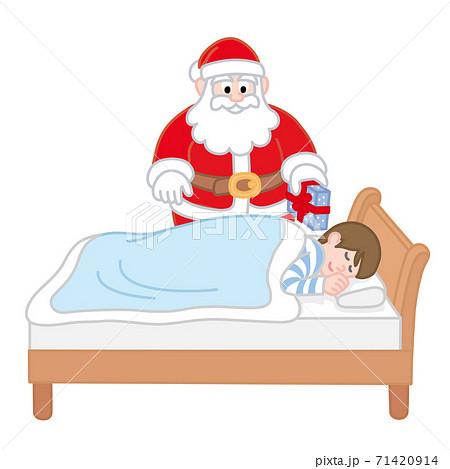 眠る男の子とプレゼントを持ったサンタクロース 71420914