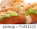 フランスパン サンドイッチ 白背景 71452213