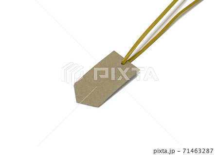 blank price tag and string on white background 71463287