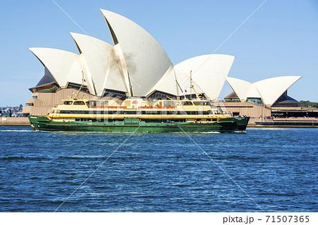 世界3大美港シドニー湾のオペラハウス 71507365