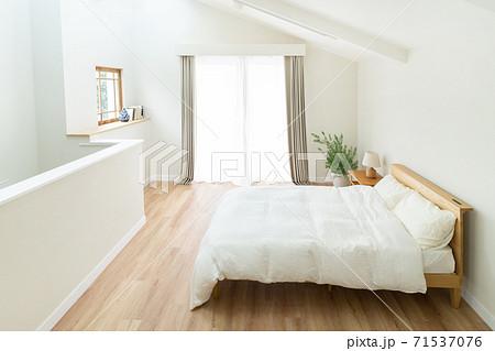 寝室 ベッドルーム インテリアイメージ 71537076