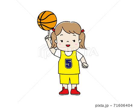 ユニフォームを着てバスケットをする女の子 71606404