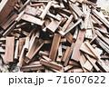 廃材になった木材 71607622