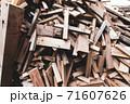 廃材になった木材 71607626