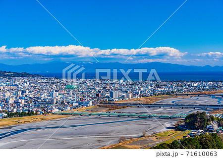 (静岡県)静岡市 安倍川河口方面の街並 71610063