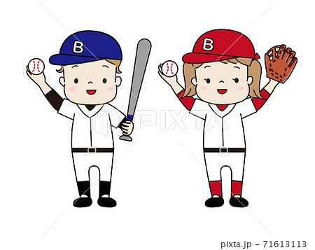 野球のユニフォームを着た男の子と女の子 71613113