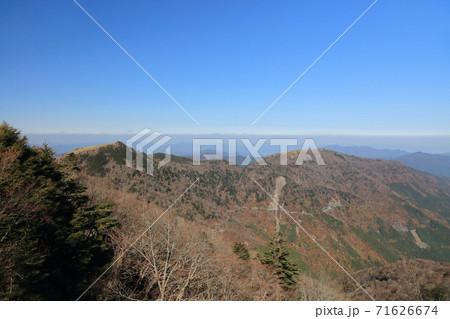 剣山登山道から見る丸笹山と赤烏帽子山 71626674
