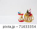 サンタクロースと長ぐつ クリスマスイメージ 71633354