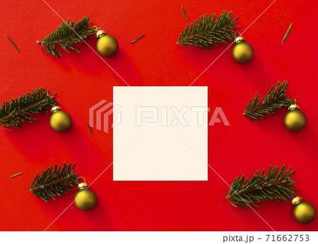 クリスマスの飾りとクリスマスカード 71662753