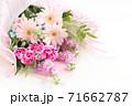 ガーベラとカーネーションの花束 71662787