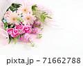 ガーベラとカーネーションの花束 71662788