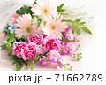 ガーベラとカーネーションの花束 71662789