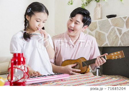 Concept of friendly family, happy family enjoying summer vacation at home 025 71685204