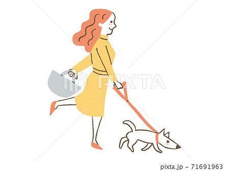 犬の散歩をする女性 71691963