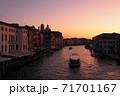 ベネツィアの朝焼け 71701167