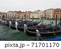 ベネツィアのゴンドラ 71701170