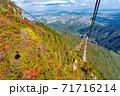 三重県菰野町 紅葉の御在所岳山頂からの眺め 御在所ロープウエイの赤いゴンドラ 71716214