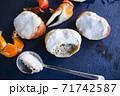 南の島パラオ共和国の伝統料理、陸ガニの身のココナッツミルク煮「ウカエブ」 71742587
