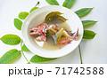 南の島パラオ共和国の伝統料理、魚の丸ごとティティムルの葉スープ「ベルダックル」 71742588